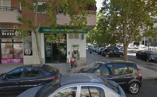 Detenido por sustraer un sobre con 940 euros a una mujer for Oficinas bancarias abiertas por la tarde