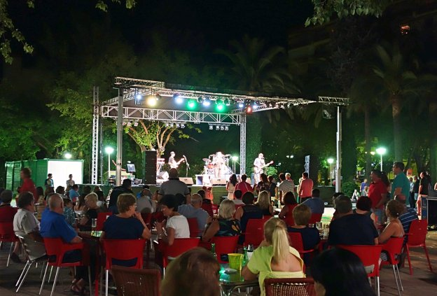 Concierto del grupo de rock Gato Negro el viernes pasado en Navalmoral de la Mata. :: E.R.