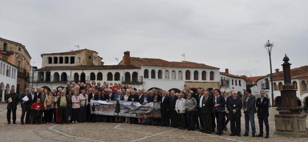 Miembros del Club Senior de Extremadura en su V Foro. :: HOY/