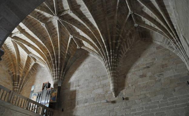 El órgano puede verse en el coro de la iglesia Santa María
