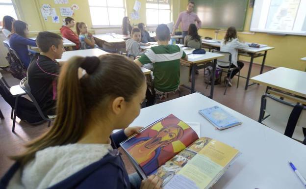Aprobado el nuevo currículo de ESO y Bachillerato, que recupera Religión tras dos sentencias del TS