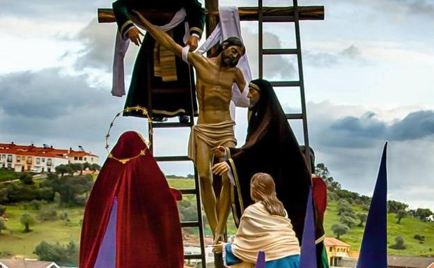 El Descendimiento De La Cruz Conquista El Corazón Cofrade De Los Jerezanos Jerez De Los Caballeros Hoy