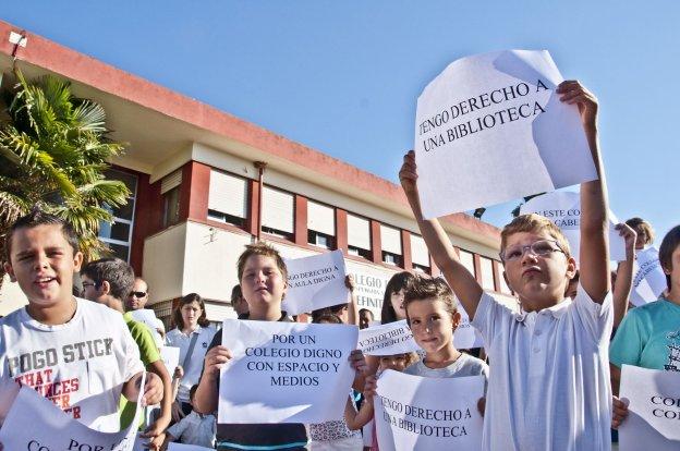 Protestas en el año 2011 de los alumnos del colegio de Gévora. :: hoy