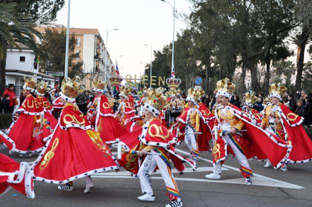 dcd275750 El Carnaval de Don Benito se impuso al frío con música, bailes y ...