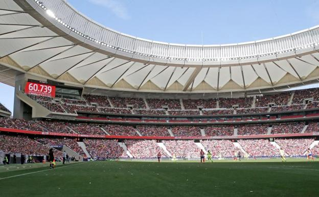 Momento en el que se anunciaba en el marcador el número de asistentes al  partido. efe33c3acd823