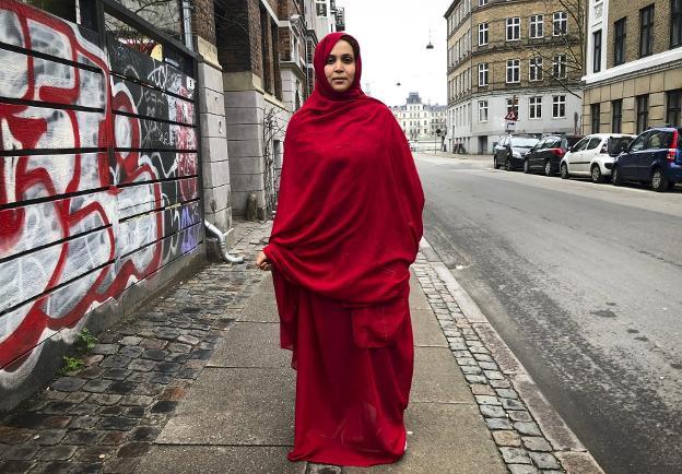 Nazha El Khalidi, en las calles de Copenhage. :: Christian Erin-Madsen/