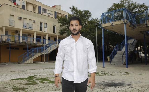 José Luis Vega es orientador laboral de la Fundación Secretariado Gitano. :: A. MÉNDEZ