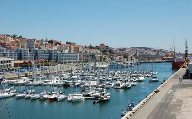 Marina doca de Alcantara, donde está previsto que atraque el catamarán 'La Vagabona', donde viaja Greta Thunberg.
