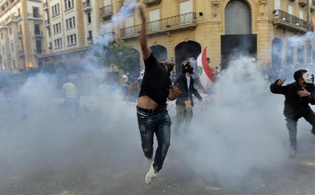 El Parlamento libanés alarga el estado de emergencia para hacer frente a  las protestas | Hoy