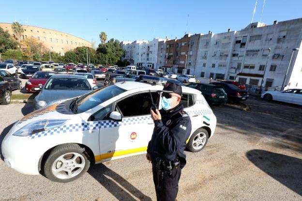 La Policía Local de Mérida (y los vigilantes de seguridad) vigilan el aparcamiento del Hospital para evitar a los aparcacoches