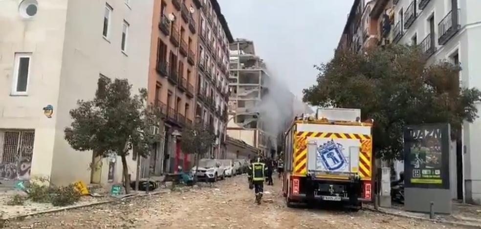 Fuerte explosión destroza un edificio en el centro de Madrid