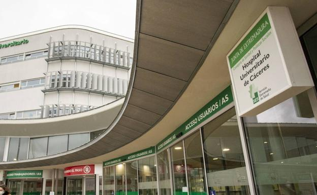 El menor llegó en estado crítico al Hospital Universitario de Cáceres./HOY
