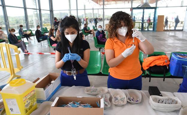 Más de 690.000 extremeños ya han recibido las dos dosis de la vacuna