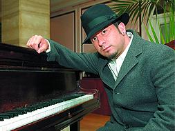 El cantante  El Barrio  actúa esta noche en el Recinto Hípico de Cáceres. a21e3b31fd9